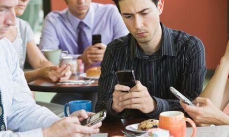 smartphone-cellulare-al lavoro
